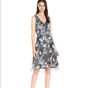 NEW T Tahari Floral Dress Black and White t2